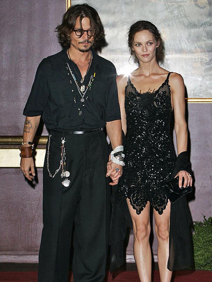 Hochzeitsmuffel in HollywoodWarum etwas ändern, wenn alles schon perfekt ist? Seit über zehn Jahren sind Johnny Depp und Vanessa Paradis glücklich und das ganz ohne Trauschein. Obwohl schon oft Hochzeitsgerüchte aufkamen, sehen wir in nächs