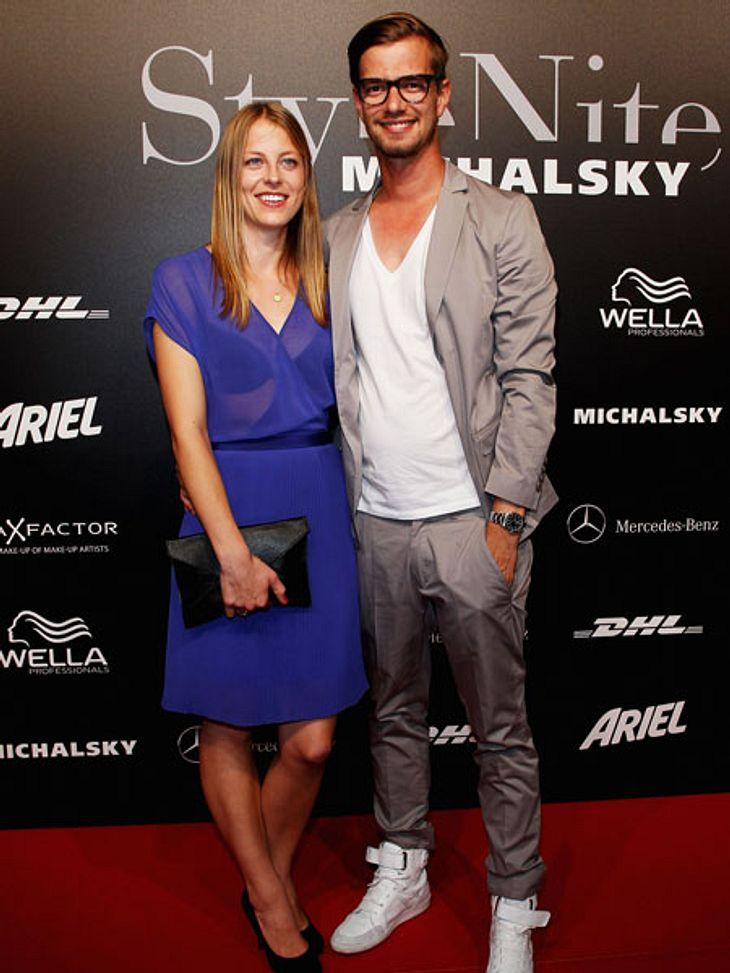 """Liebe auf den zweiten Blick: Diese Stars brauchten etwas längerTV-Star Joko Winterscheidt (32) gestand in einem Interview, dass er sich ganz schön ins Zeug legen musste, um seine Freundin Lisa von sich zu überzeugen. """"Wir haben uns vor"""