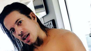 Jorge González geizt nicht mit seinen Reizen - Foto: Instagram/@jorgechicaswalk