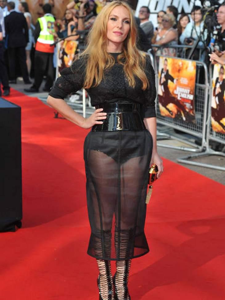 Star-Style: Die größten Fashion-Fiaskos im OktoberDie französische Schauspielerin und Sängerin Josephine de la Baume wollte besonders sexy auf dem roten Teppich erscheinen. Ihr Versuch ist leider kläglich gescheitert.