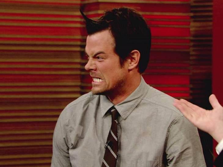 Oh, wie lustig ... Fergies Freund Josh Duhamel geht es da ähnlich, einfach mal dumm gucken.