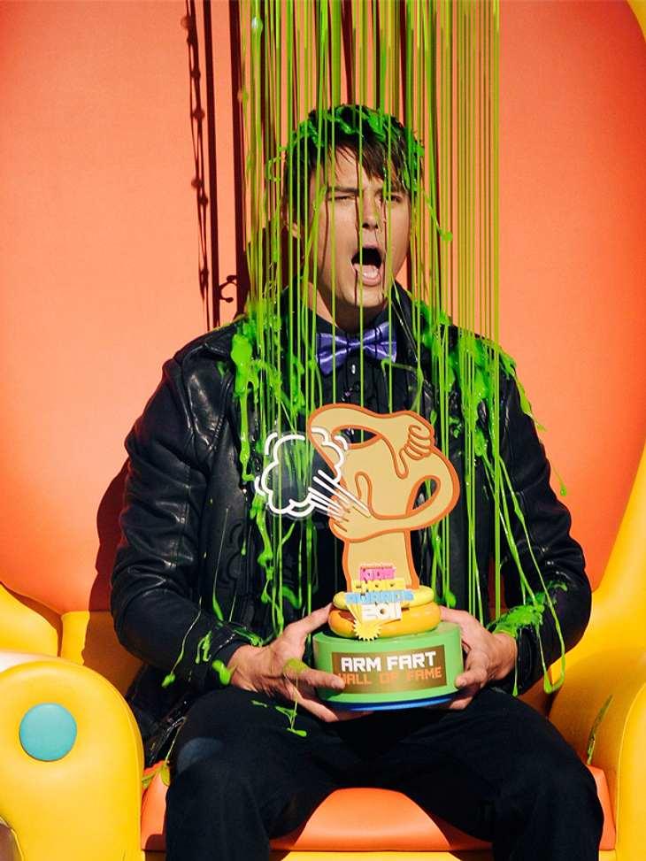 Kids Choice AwardsSchnucki  Josh Duhamel kam dieses Jahr nicht so gut beim Publikum an und wurde mit Schleim geduscht. Immerhin durfte er dabei auf dem Thron Platz nehmen.