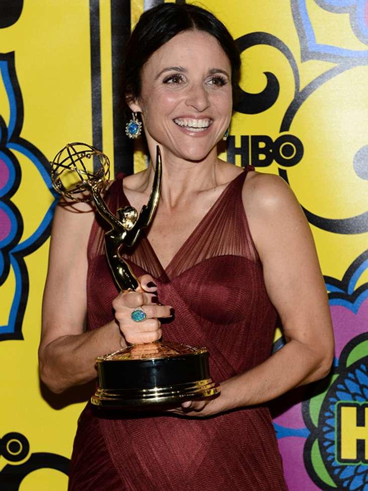 """Die Emmy Awards 2012 - Die HighlightsDie ehemalige """"Seinfeld""""-Darstellerin Julia Louis-Dreyfus (51) ist """"Beste Hauptdarstellerin in einer Comedy-Serie"""". Sie erhielt den Emmy für ihre Leistung in """"Veep""""."""