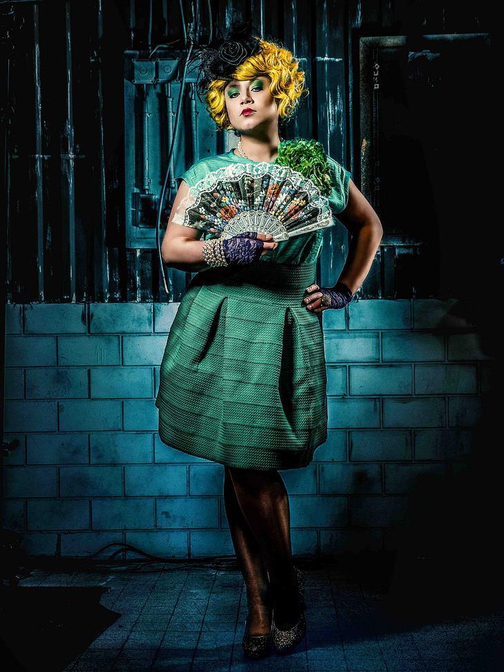 Julia Augustin als Effie