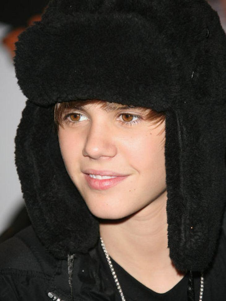 Justin Bieber - Seine schönsten Momente: Februar 2010,Justin Bieber in Paris. Dicke Mützen helfen ihm auch nichts: Er wird überall erkannt!