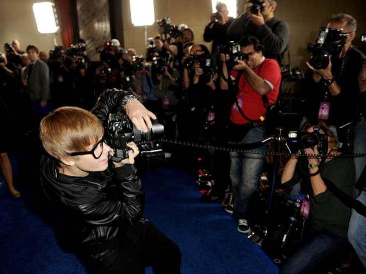 """Justin Bieber - Seine schönsten Momente: Oktober 2010,Bei der Premiere des Films """"Megamind"""" drehte Justin Bieber mal den Spieß um und fotografierte die Fotografen."""