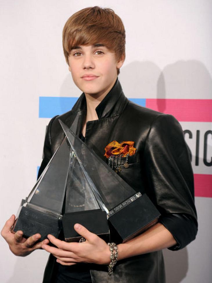 """Justin Bieber - Seine schönsten Momente: November 2010,Es regnet Auszeichnungen! Bei den """"American Music Awards"""" gewann Justin Bieber gleich in vier Kategorien. Beeindruckend, oder?"""
