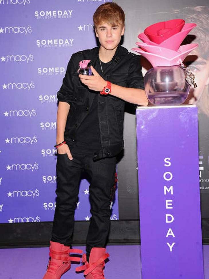 """Justin Bieber - Seine schönsten Momente: Juni 2011,Auch ein Parfüm hat Justin Bieber schon herausgebracht. Es heißt """"Someday"""" und ist ein Duft für Frauen."""