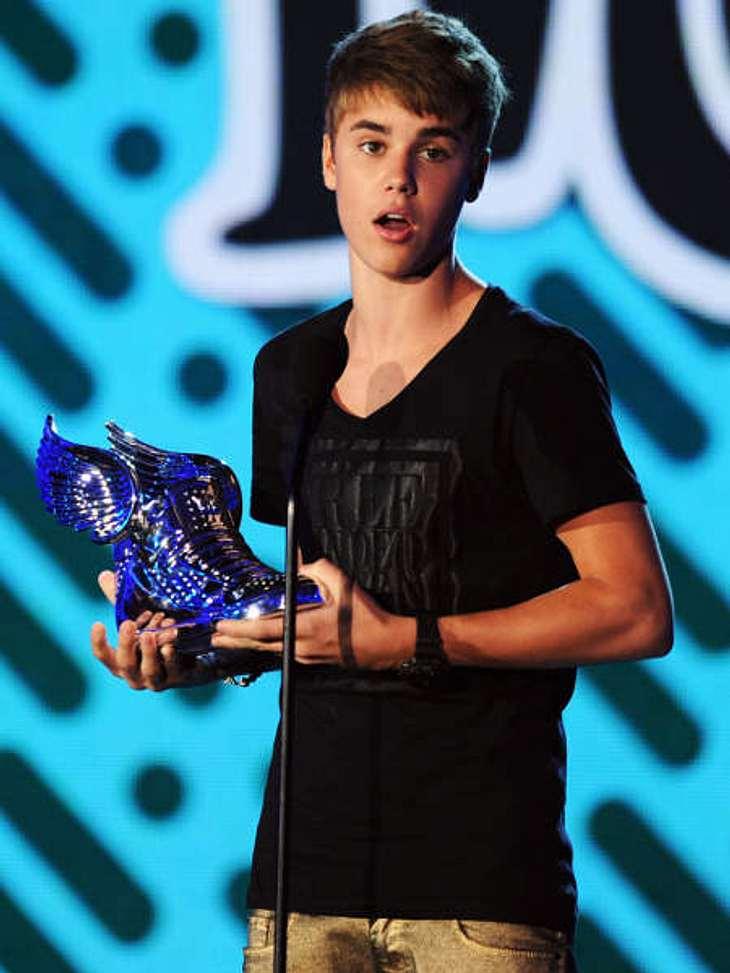 """Justin Bieber - Seine schönsten Momente: August 2011,Bei den """"VH1 Do Something Awards"""" werden Menschen unter 25 Jahren ausgezeichnet, die sich wohltätig engagiert haben. Justin Bieber spendete 150.000 Dollar an ein Kinderkrankenha"""