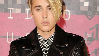 Großer Auftritt für seine neue Super-Frisur