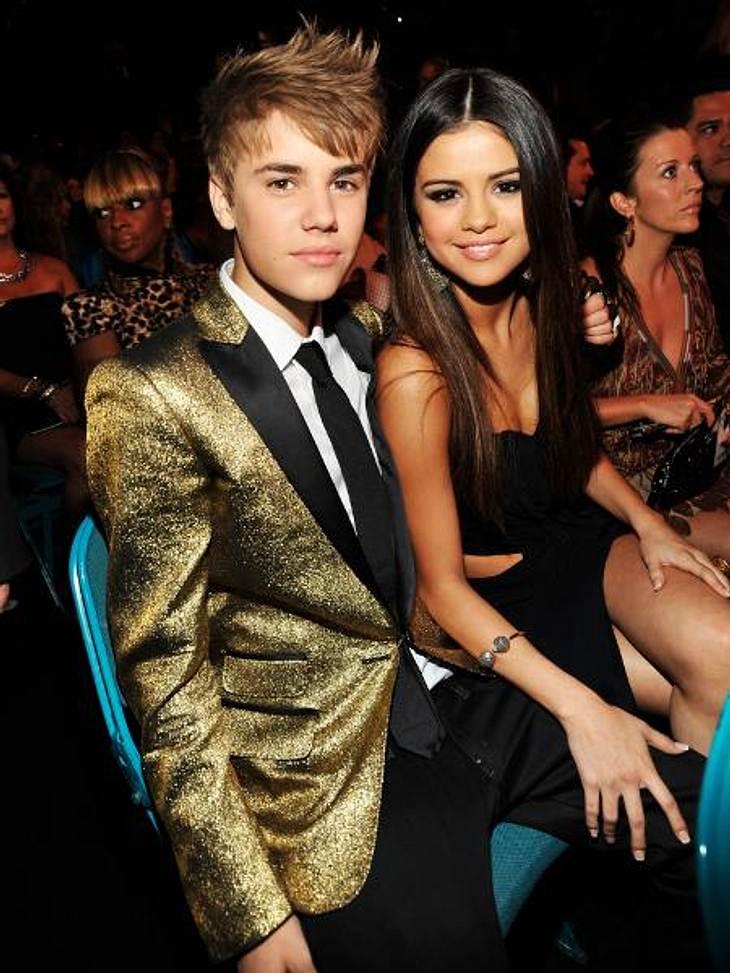 Aufgewärmte Liebe: Berühmte Paare und ihre On-Off-BeziehungenJustin Bieber (18) und Selena Gomez (20) gingen zwei Jahre lang Seite an Seite durch's Lebens. In den vergangenen Monaten kamen immer wieder Trennungsgerüchte auf. Angeblich soll