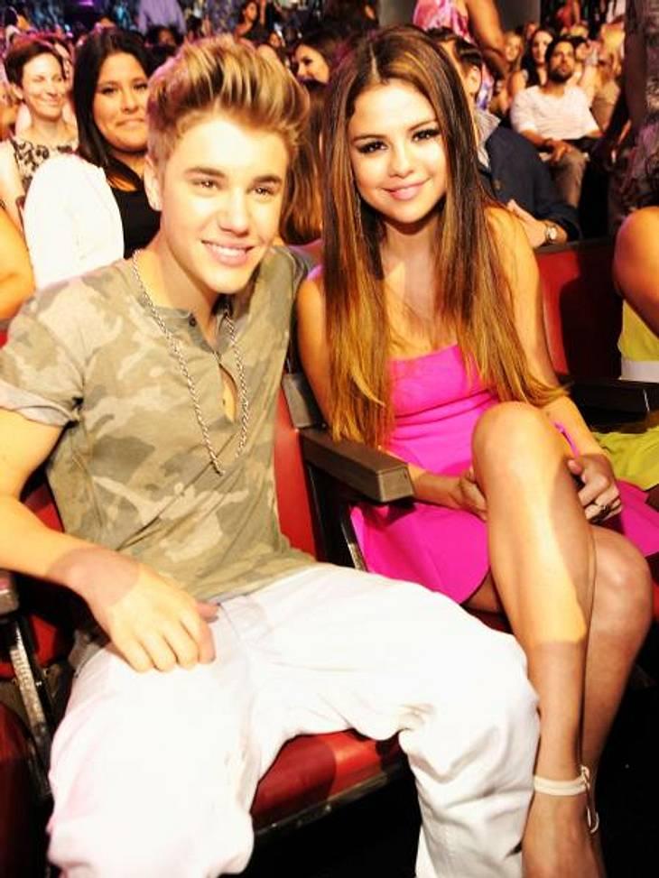 """Justin Bieber & Selena Gomez: Ihre Liebesgeschichte in Bildern""""Ich weiß nicht, was ich sagen soll. Ich verstehe nicht, was gerade in meinem Leben passiert"""", kommentierte Justin das Beziehungsende. Angeblich versucht er immer n"""