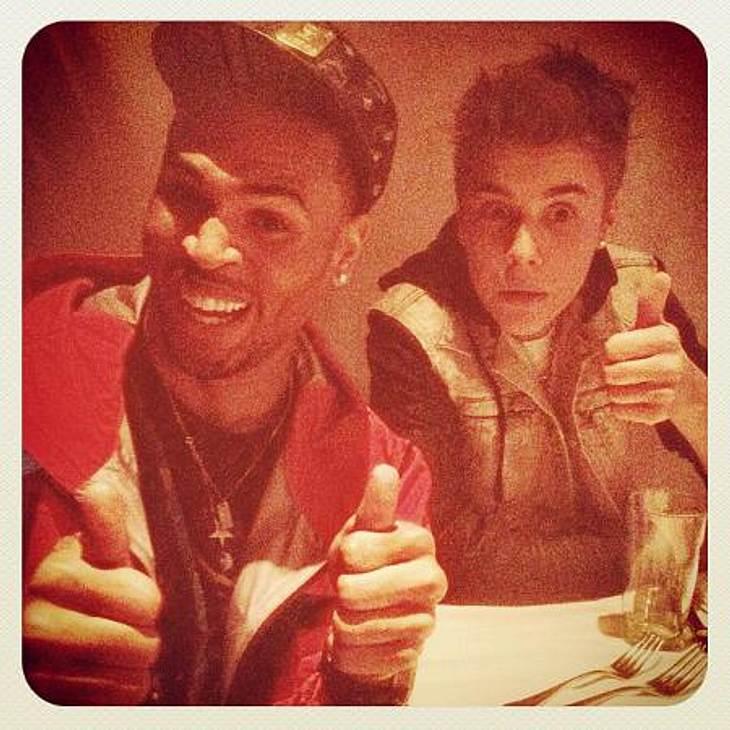 """Die verrücktesten Twitter-Bilder der Stars""""Gleich gibt's Pasta. Sehr schön."""" Justin Bieber (18) erspäht mit großen Augen sein Essen und ist offenbar sehr beeindruckt von dem, was er sieht."""