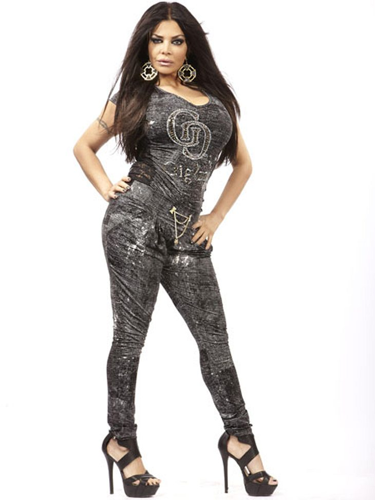 """Kader Loth (38) hat eine recht bunte Karriere hinter sich. Sie arbeitete als Model, Sängerin, zog 2004 ins """"Big Brother-Haus"""" und wurde sogar im Rahmen der Promi-Doku """"Die Alm"""" zur Almkönigin gewählt. Zuletzt war sie 201"""