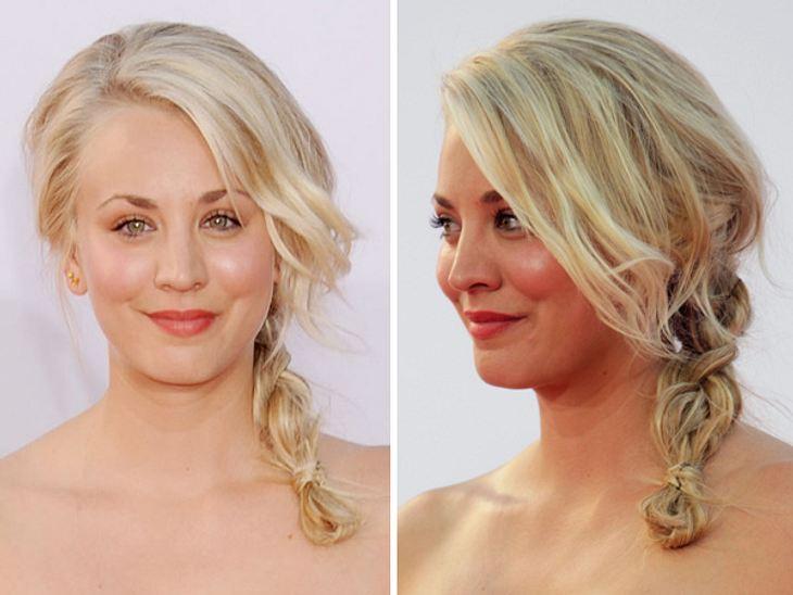 """Retro, süß, lässig: Die Frisuren von Kaley CuocoSanfte, lässige Wellen: check. Zopf: check. Diese Frisur ist wie gemacht für den """"The Big Bang Theory""""-Star."""