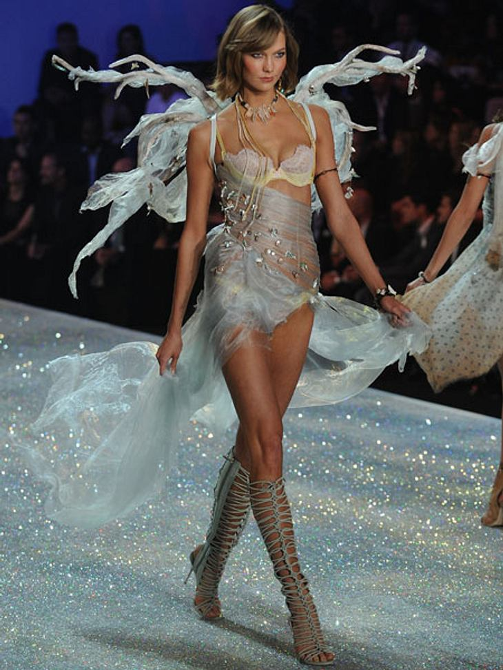 """Victoria's Secret"" 2013 - So sexy und spektakulär war die ShowKarlie Kloss in einer eleganten Kreation in Pastellfarben."