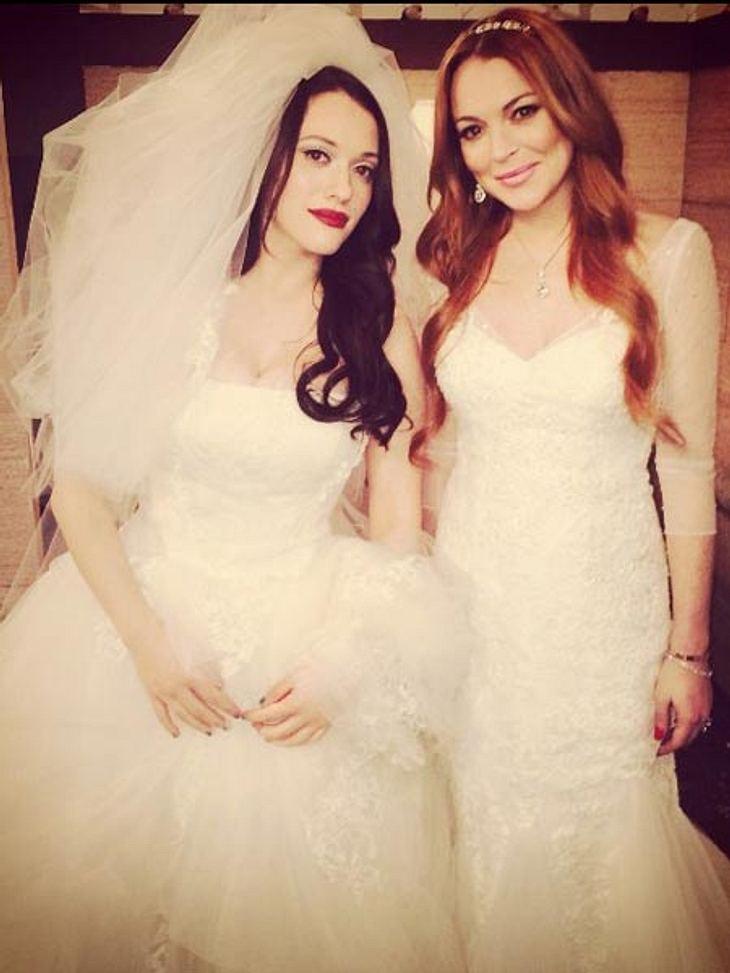 """Kat Dennings und Lindsay Lohan sind bei """"2 Broke Girls"""" als Bräute zu sehen."""
