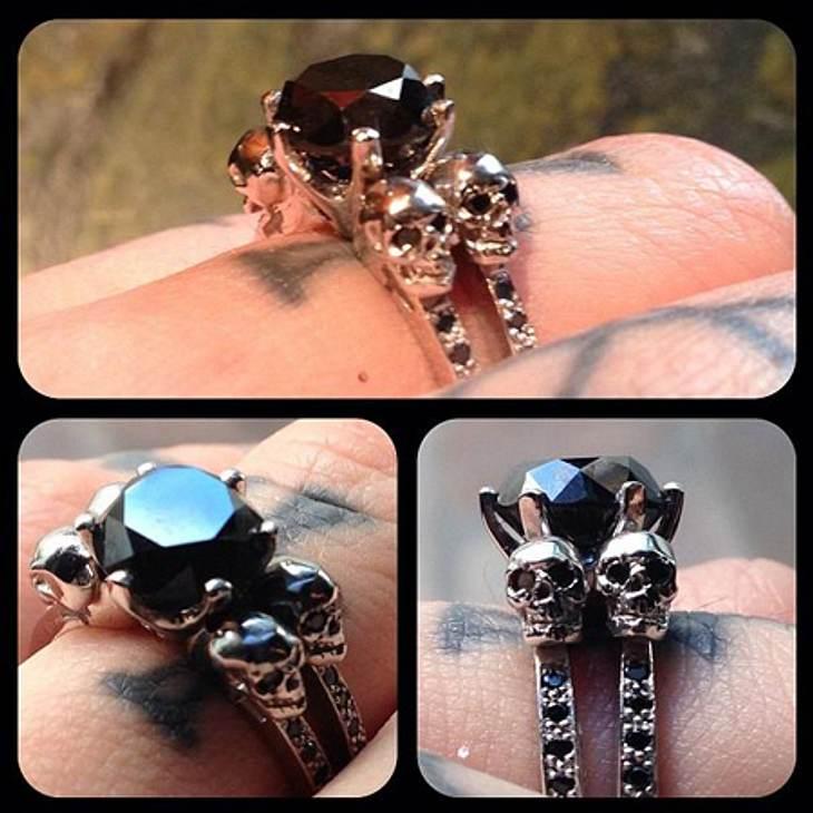 Kat von D zeigte bei Instagram stolz ihren Ring.