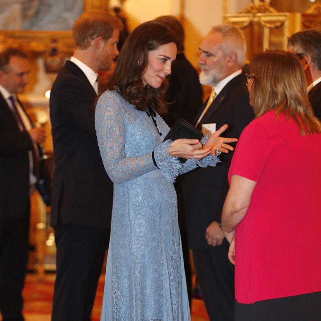 Herzogin Kate: Sie zeigt endlich ihren Babybauch