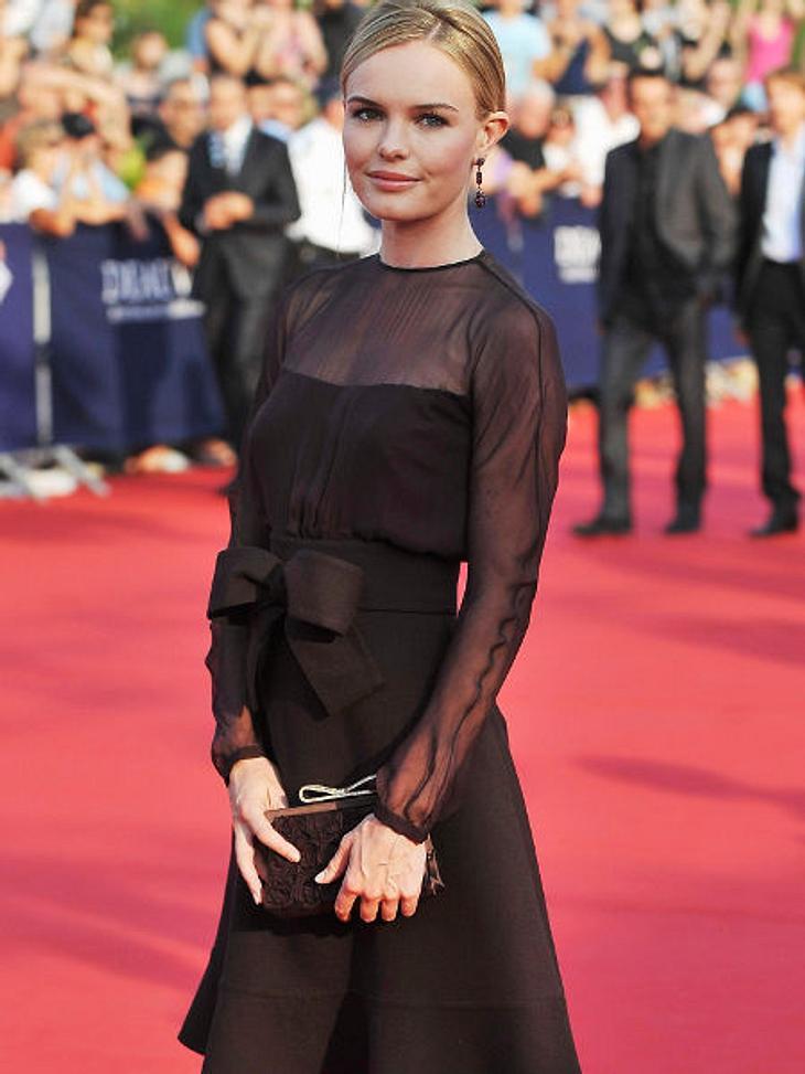 Star-Trend: SchleifeGleich doppelt zeigt uns Kate Bosworth den Trend: Schleife. Am Handtäschchen und am Kleid.