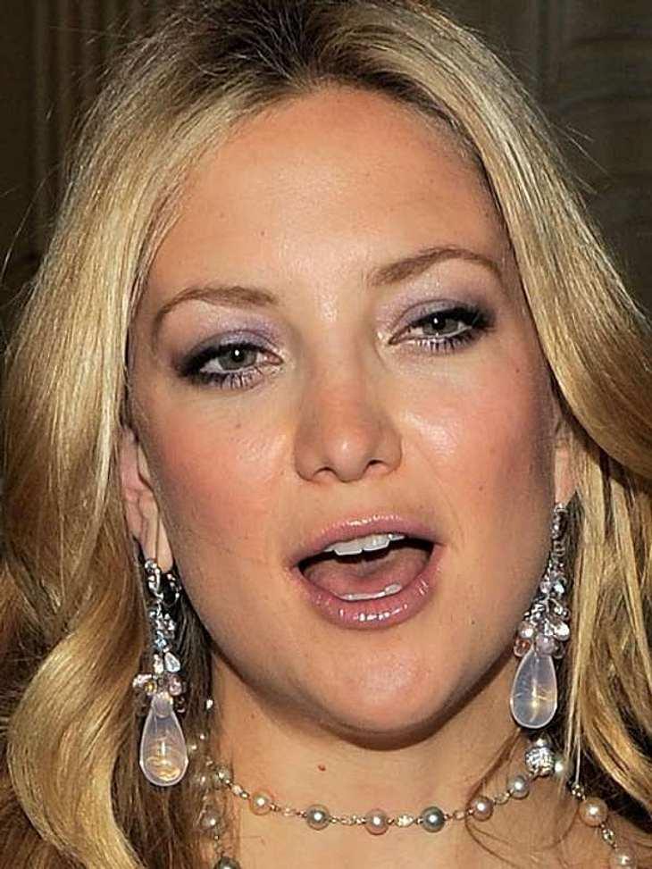 Kate Hudson trägt die Beerentöne auf ihren Lidern.