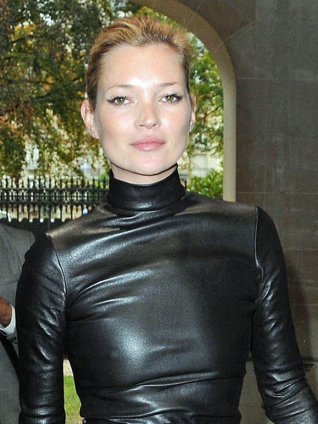 """Heute verdient Kate Moss mit Aufträgen für """"Rimmel"""", """"Longchamp"""" oder Stella McCartney rund sechs Millionen Euro pro Jahr."""