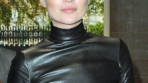 """Heute verdient Kate Moss mit Aufträgen für """"Rimmel"""", """"Longchamp"""" oder Stella McCartney rund sechs Millionen Euro pro Jahr. - Foto: GettyImages"""