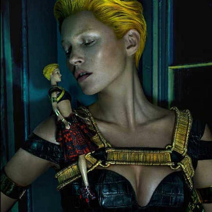 Kate Moss mit gelben Haaren