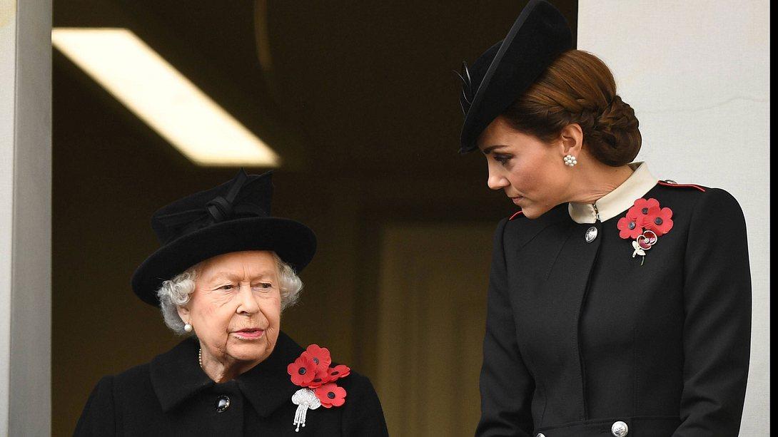 Kate und die Queen - Foto: imago