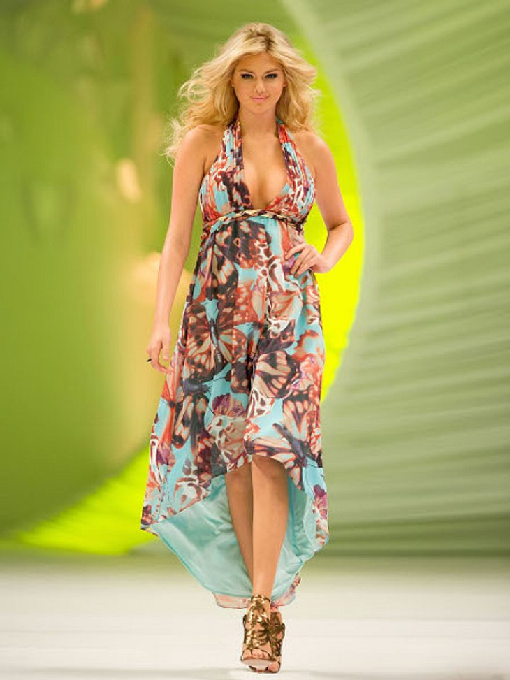 Die Stars lieben Vokuhila-KleiderModel Kate Upton (20) begrüßt den Frühling in diesem blumigen Vokuhila-Kleid und betont damit ganz geschickt ihre Vorzüge: Der tiefe V-Ausschnitt setzt ihr üppiges Dekolleté in Szene, der kurze Rock ihre End