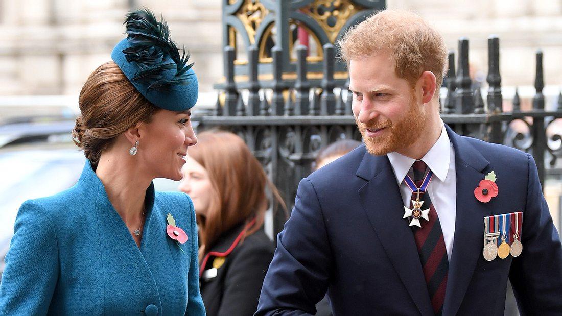 Royaler Zoff? Körpersprachen-Expertin analyisert Prinz Harry & Herzogin Kate