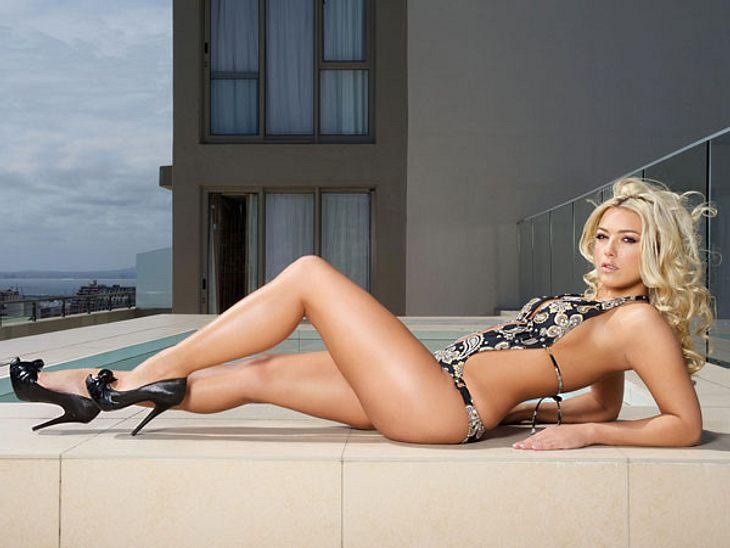 """""""Bachelor 2013"""": Bikini-Rätsel der Kandidatinnen - Wer ist das Playmate?Zeit für die Auflösung: Das erste Playmate, das sich unter den Kandidatinnen befindet, ist Katie. Ihre Posen sind einfach zu professionell... Die 28-Jährige p"""