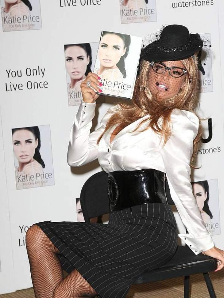 """""""Ich schreib dann mal ein Buch!"""" - Stars und ihre Bestseller Katie Price hat auch schon einige Bücher veröffentlicht, dass sie sie auch selbst geschrieben hat, ist nicht erwiesen. Dieses Werk trägt den Titel: """"You only live o"""