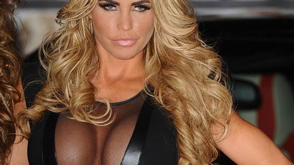 Katie Price hat sich die Brustimplantate entfernen lassen - Foto: Getty Images