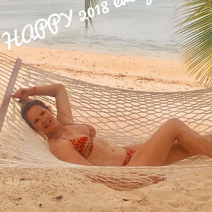 Katja Burkard: Sonnige Neujahrsgrüße im Bikini