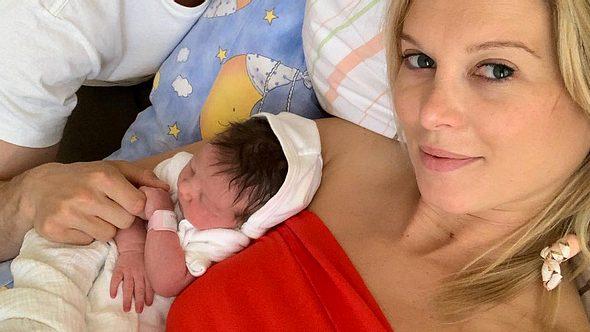 Bachelor-Katja Kühne: Das Baby ist da! - Foto: Instagram / marcel7sabitzer