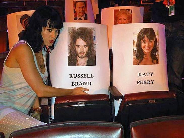 """Sogar beim Checken der Sitzordnung bei den MTV Movie Awards hat Katy Perry wilde Gedanken: """"Ein Dreier!"""""""
