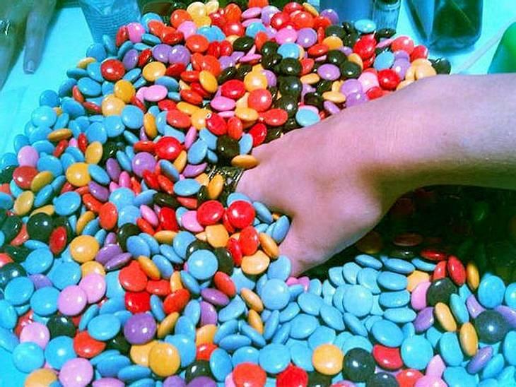 """Bei den Much Music Video Awards langte Katy Perry ordentlich bei den M&Ms zu und setzte ihre Fans bei Twitter über Folgendes in Kenntnis: """"Ich habe mir meine Hände gewaschen!"""" ... """"Einmal!"""""""