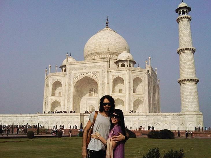 Katy Perry und Lover Russell Brand vor dem berühmten Taj Mahal