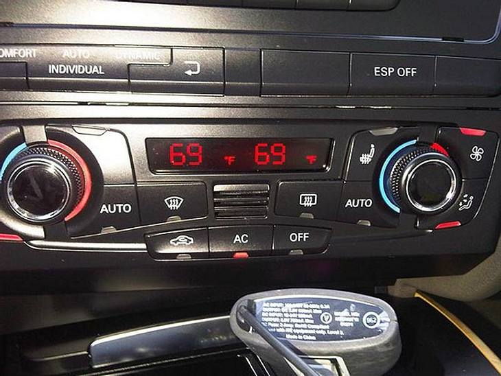 """Während einer Autofahrt twitterte Katy: """"Meine Klimaanlage ist pervers ..."""" Scheinbar nicht nur die ..."""