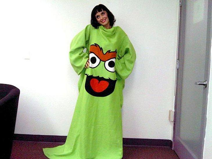 Bei Dreharbeiten mit der Sesamstraße hat Katy diese tolle Decke mit Ärmeln abgestaubt.
