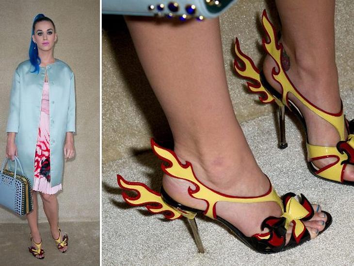 Katy Perry - ihr neuer LookDas Feuer ihrer großen Liebe zu Russell ist bei Katy Perry längst erloschen. Grund genug, sich das Feuer zurück zuholen. Und wenn es nur in Form von Schuhen ist.