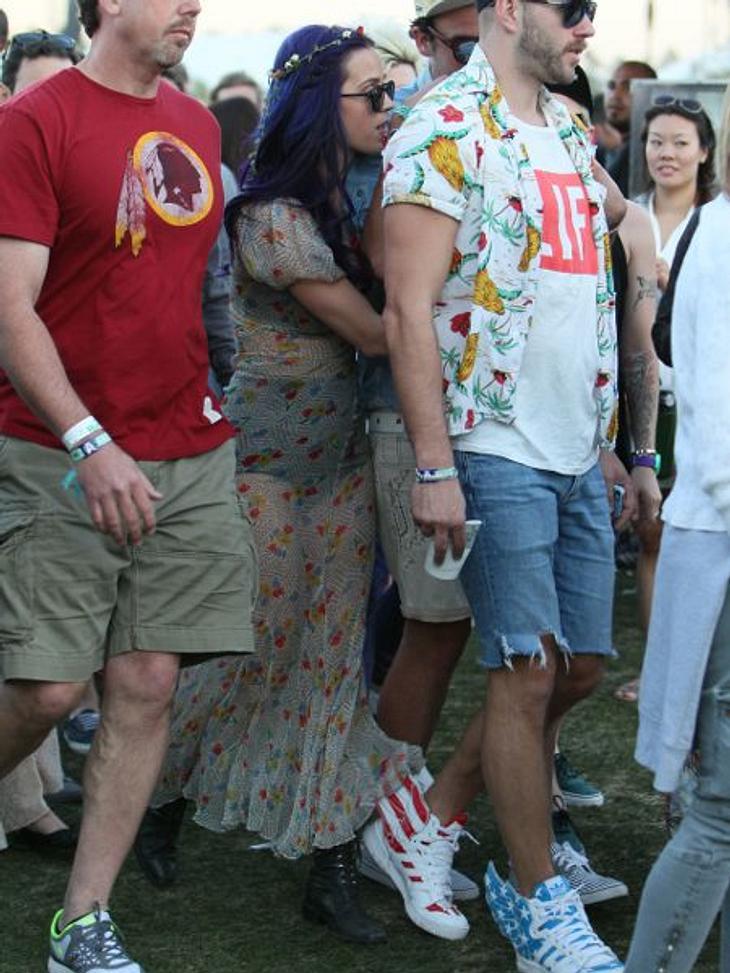 Coachella Festival 2012 Dauergast Katy Perry (27) hat wieder ihre ganze Entourage mitgebracht. Und mischt sich immer ganz unauffällig zwischen ihre Freunde.