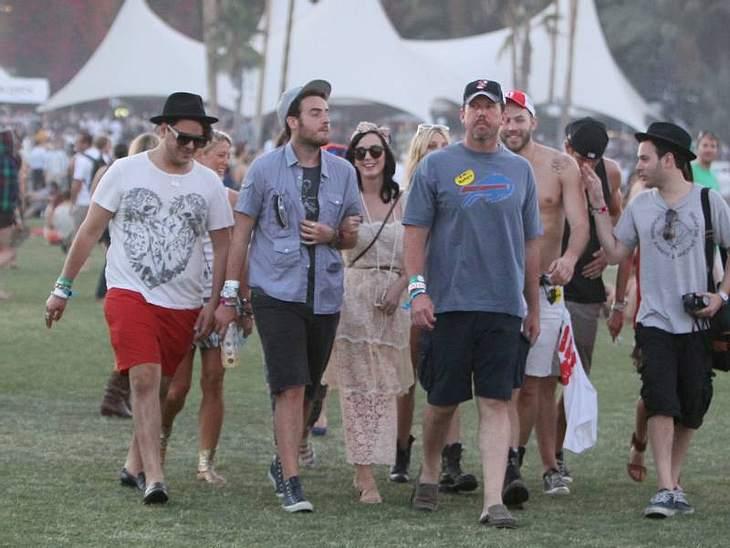 Coachella Festival Ein großer Coachella Festival-Fan ist  Katy Perry. Dieses Jahr hat sie gleich eine ganze Horde Freunde mit angeschleppt.