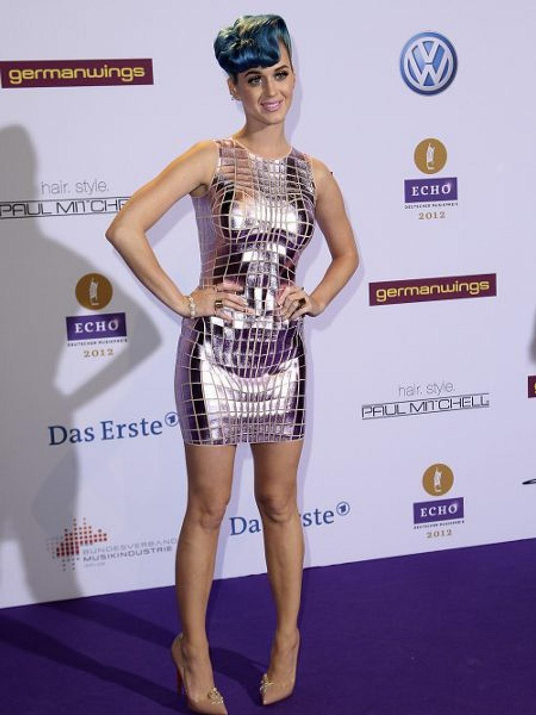 Katy Perry - ihr neuer LookOut Of Space! Katy Perry scheint nicht von dieser Welt. Im Metallic-Look begeisterte sie beim Echo 2012.