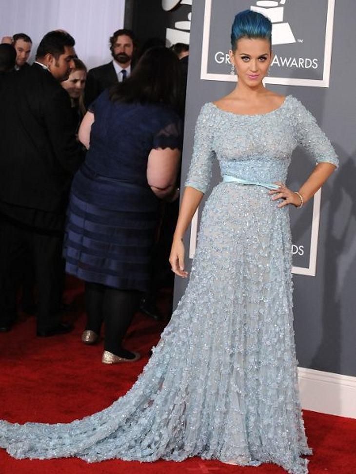 Katy Perry - ihr neuer LookUnd wieder ganz in Blau, in einem Traumhaften Abendkleid. Doch wo ist der BH, liebe Katy Perry.