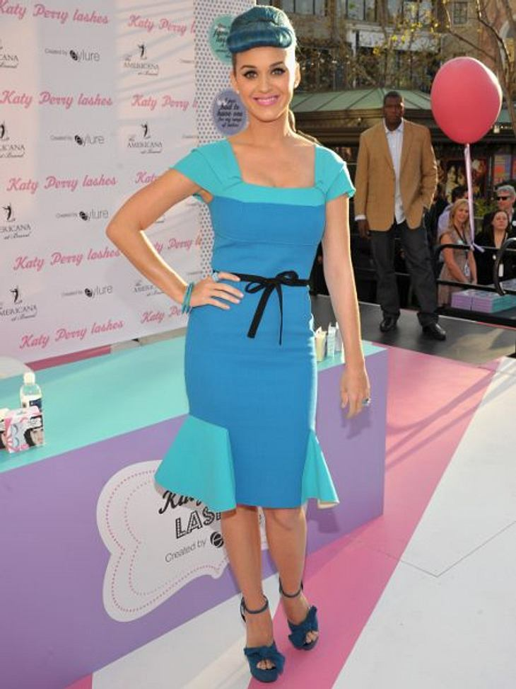 Katy Perry - ihr neuer LookTon in Ton im Look der 40er Jahre: Katy Perry  bleibt zumindest ihrer Affinität für ausgefallene Kostüme treu - nur mit einer Spur mehr Eleganz.