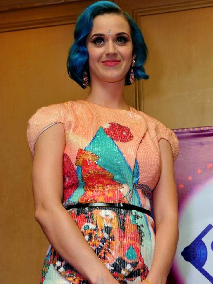 Katy Perry - ihr neuer LookIhrer Leidenschaft für Indien ist Katy Perry treu geblieben. Das ein oder andere Outfit erinnert an das Land, wo ihr Unglück mit Russell Brand amtlich wurde.