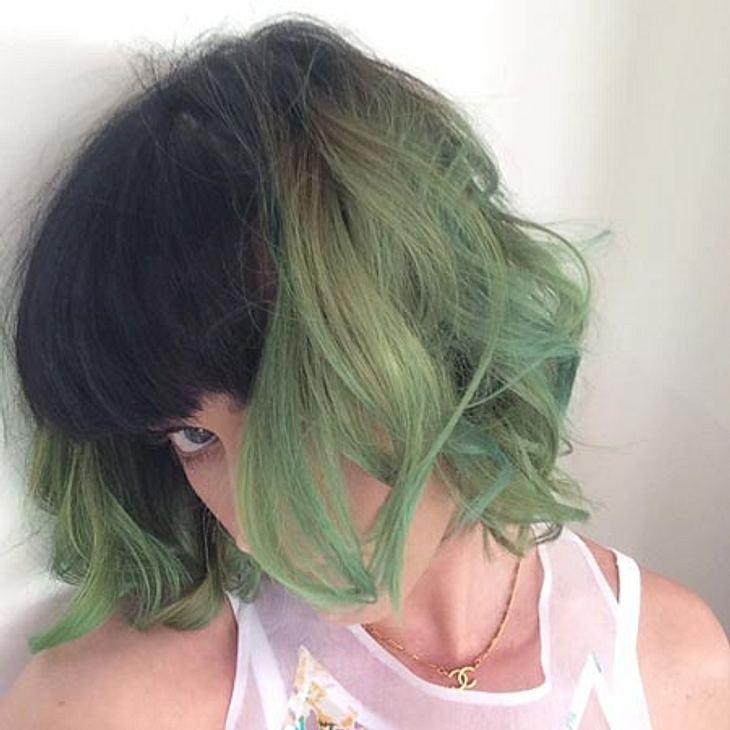 Katy Perry hat schleimgrüne Haare.