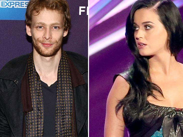 Ist Katy Perrys Ex-Freund Johnny Lewis ein Frauenmörder?